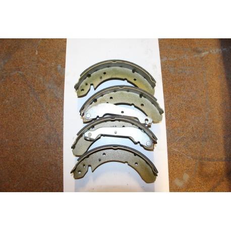 Garniture de frein pour FORD CORTINA 9,79-82 GRANADA 2,0 2,3